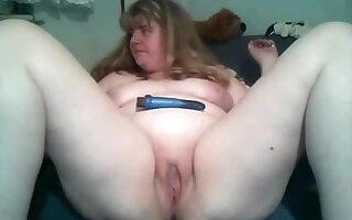 Fat girl satisfies herself with a vibrator on the sofa