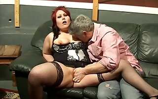 Redhead comprehensive Kaicee Marie makes a dick deflate in their way pussy