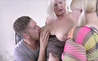 Kinky FFM threesome with chubby Lacey Starr and Jodie Cummings