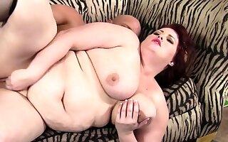 BBW Eliza Allure sucks huge dick